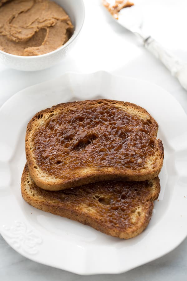 The Best Gluten-Free Cinnamon Toast! #glutenfree #cinnamontoast #glutenfreebreakfast #glutenfreetreat #glutenfreebread #toast #easybreakfast
